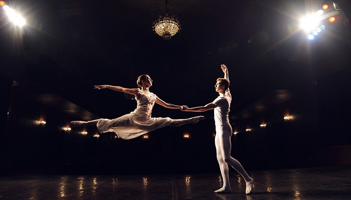 Mơ mình đang khiêu vũ là điềm báo gì? Nên đánh con gì?