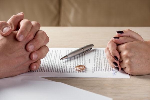 Mơ thấy ly hôn là điềm báo gì? Nên làm gì khi mơ ly hôn