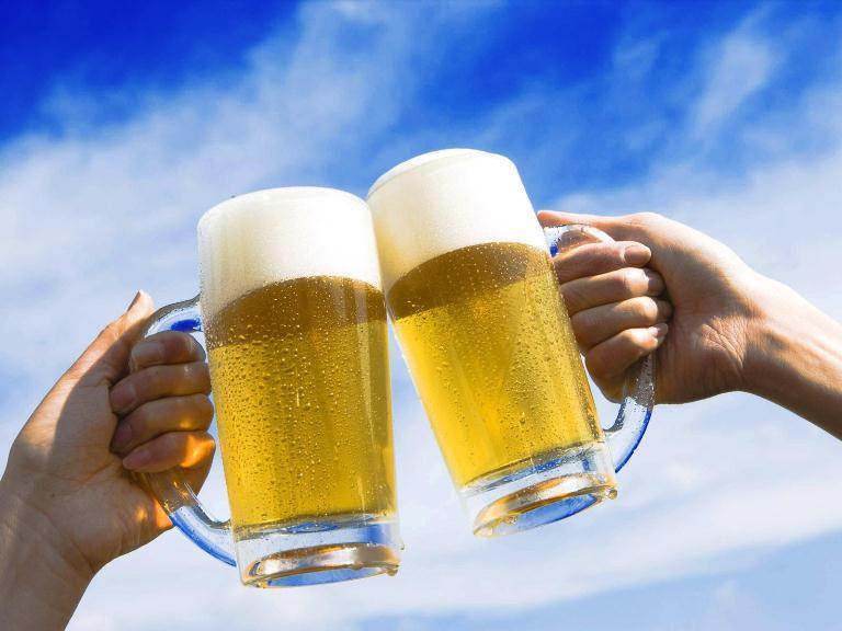 Những con số may mắn liên quan đến giấc mơ uống bia
